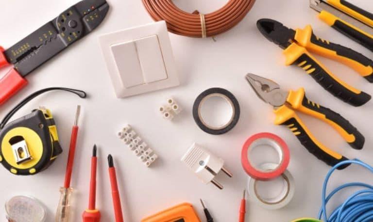 ابزار لازم برای سوکت زدن کابل شبکه چیست؟